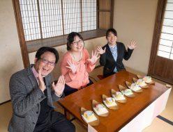 桃カステラ食べ比べ (2)