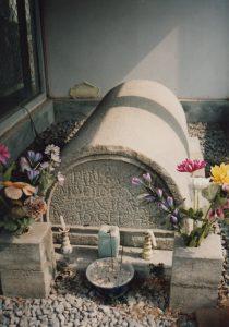 須川キリシタン墓碑