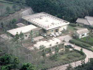 雲仙・普賢岳の火山灰に覆われた島原地震火山観測所(1991年6月)